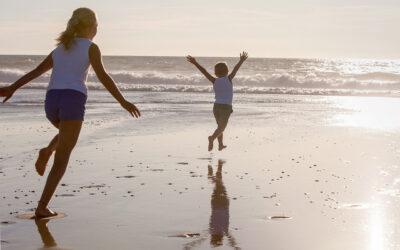 Idyllische Strände an der französischen Atlantikküste: Sonnenbaden, Surfen und im Sand die Seele baumeln lassen