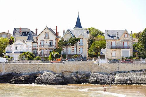 Der Strand von Royan mit den Häusern im Stil der Belle Epoque