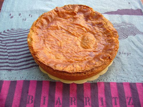 So sieht der fertige gâteau basque aus