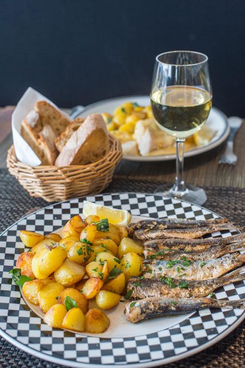 Die berühmten Kartoffeln von der Ile de Noirmoutier und dazu frisch gebratener Fisch.