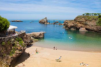 """Der kleinste Strand von Biarritz mit Blick auf den """"Rocher de la Vierge"""""""